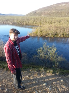 Det var på denne odden ved Utsjokielva Jari Litmanen ble observert mens han fisket.