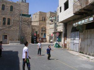 Fotballspill i Ghost Town, Hebron.